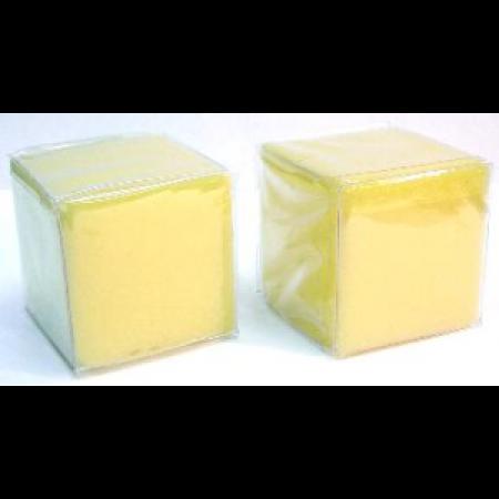 Twee kleine dobbelstenen met zakjes